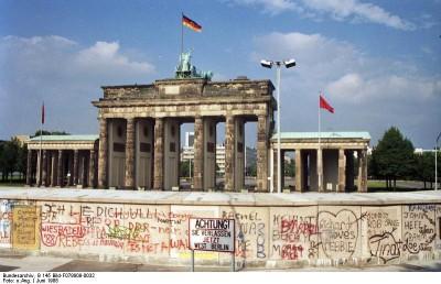 Brandenburger Tor mit Berliner Mauer