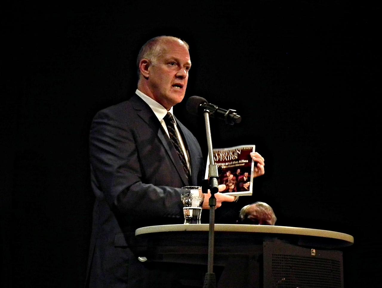 Politikwissenschaftler Dr. Andrew Denison referierte am Donnerstagabend, 5. Oktober 2017, auf Einladung von Ulrich P. Schmalz, dem Initiator des Marienthaler Forums, im Foyer des Wissener Kulturwerks über Trumps Amerika
